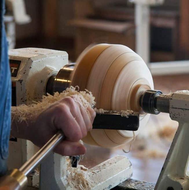 lathe turning wood